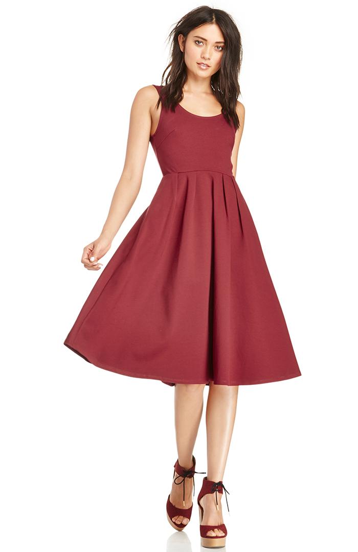 DAILYLOOK Pleated A-Line Midi Dress in burgundy XS - XL